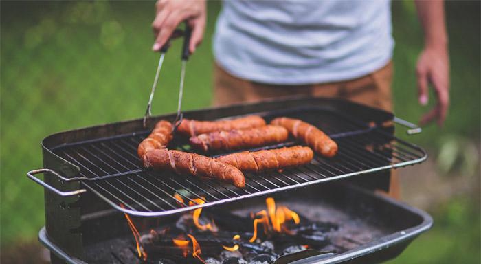 Poďme sa pozrieť na to či je grilovanie zdraví a aké kalorické jedlá by ste mali radšej vypustiť.