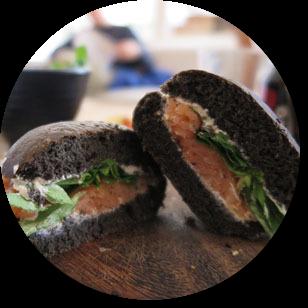 Recept na desiatu v podaní sendviča s tuniakovou nátierkou.