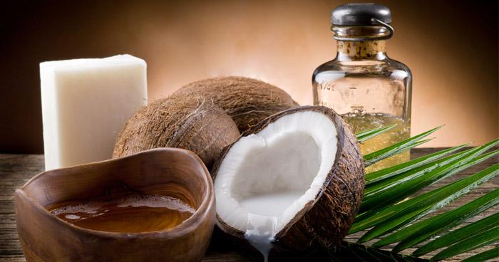Kokosový olej má priaznivé účinky na zdravie, na chudnutie i na vlasy.