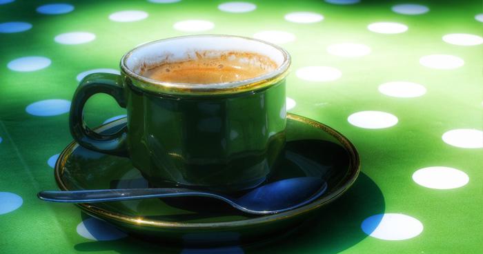 Zelená káva je vhodná na raňajky, ale aj večer, keďže neobsahuje kofeín.