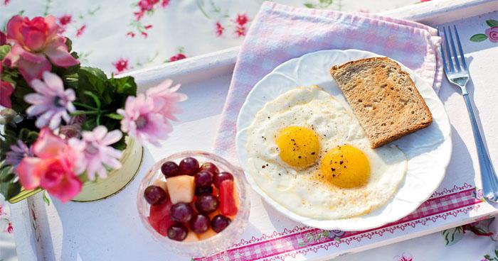 Recepty na zdravé raňajky s dostatočným obsahom bielkovín, ktoré vás nasýtia na celý deň.