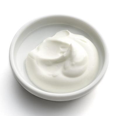 Medzi potraviny s vysokým obsahom bielkovín smelo zaradíme aj nízkotučný grécky jogurt.