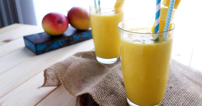Recept na mangové smoothie s jogurtom a limetkou.