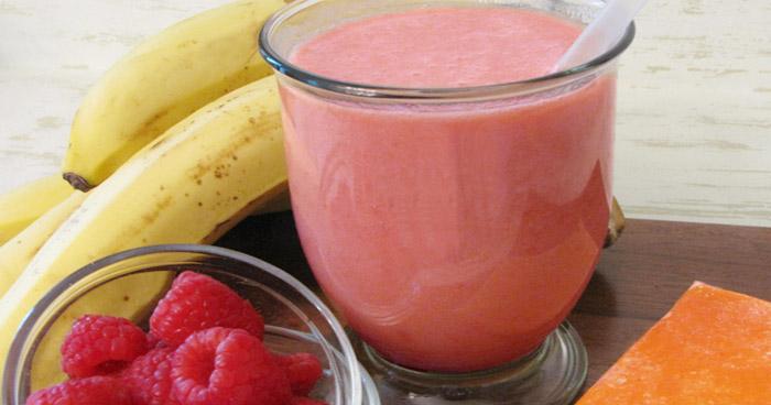 Skvelé smoothie recepty musíme obohatiť aj o drink s ovsenými vločkami a malinami.