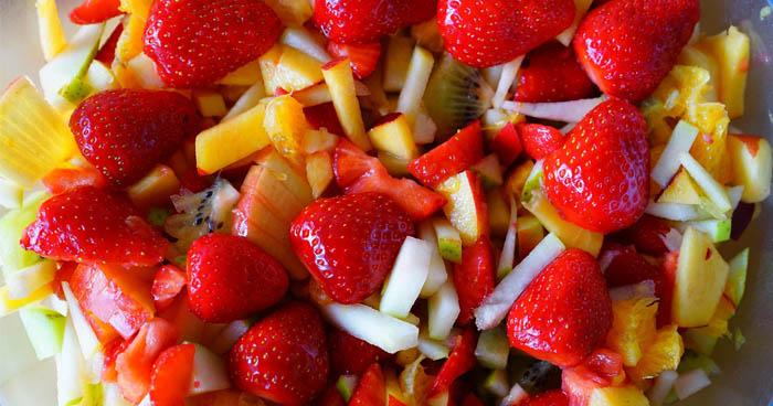 Počas 7 dňovej diéty si pripravte ľubovoľný ovocný šalát.