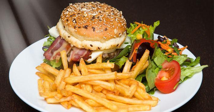 Každý z nás si z času na čas dopraje mastné jedlo, no pre žlčník je to veľká záťaž