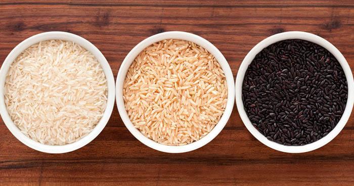 Rozdiely medzi bielou ryžou a hnedou ryžou, ktoré sú v obsahu látok.