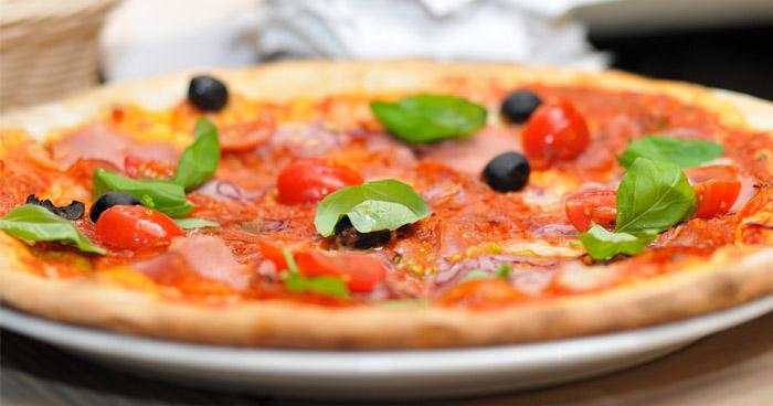 Fitness pizza zo špaldovej múky je zdravšia ako klasická pizza.