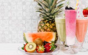 Ovocné smoothie nápoje - recepty a návody.