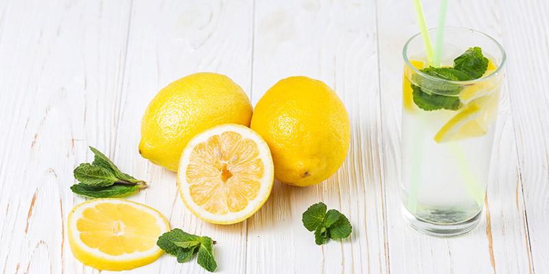 Teplá voda s citrónom